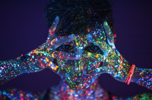 chakra-healing-energy-body-neon-girl
