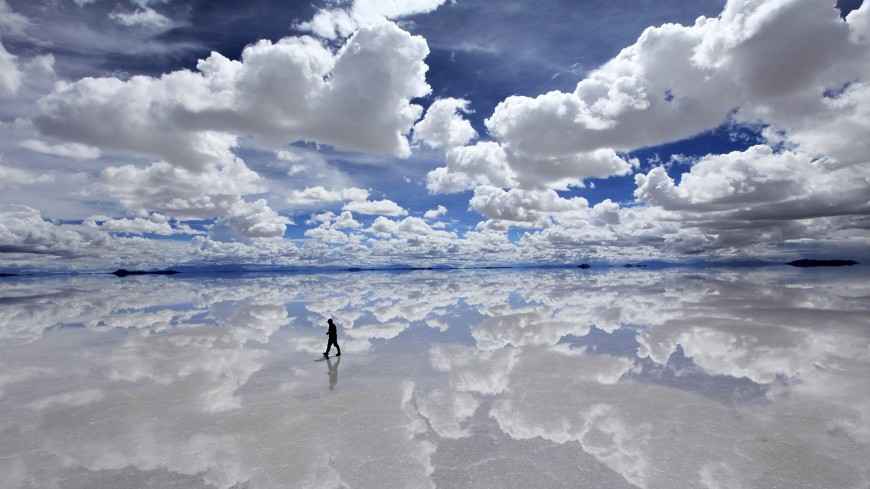 r5-reflection-clouds