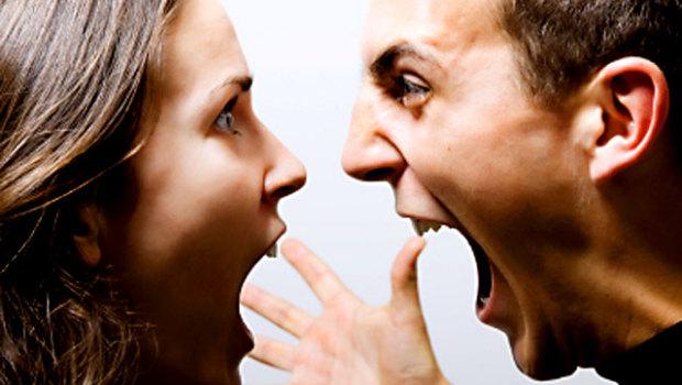 angry_couple_istock_0000154_620x3502